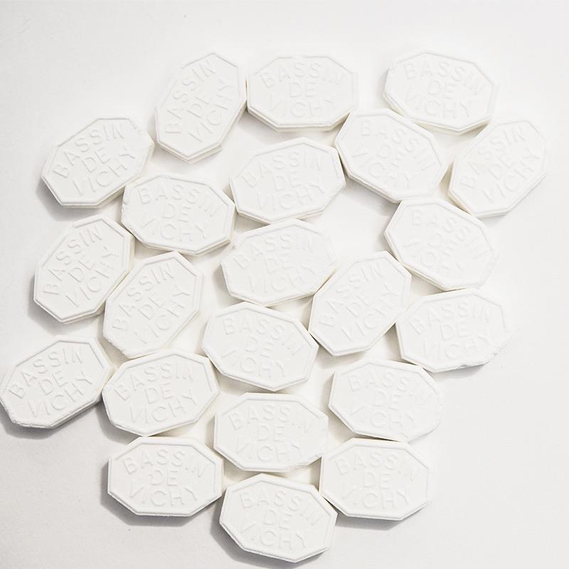 bonbon pastille vichy tradition digestion fraicheur enfance symbolique