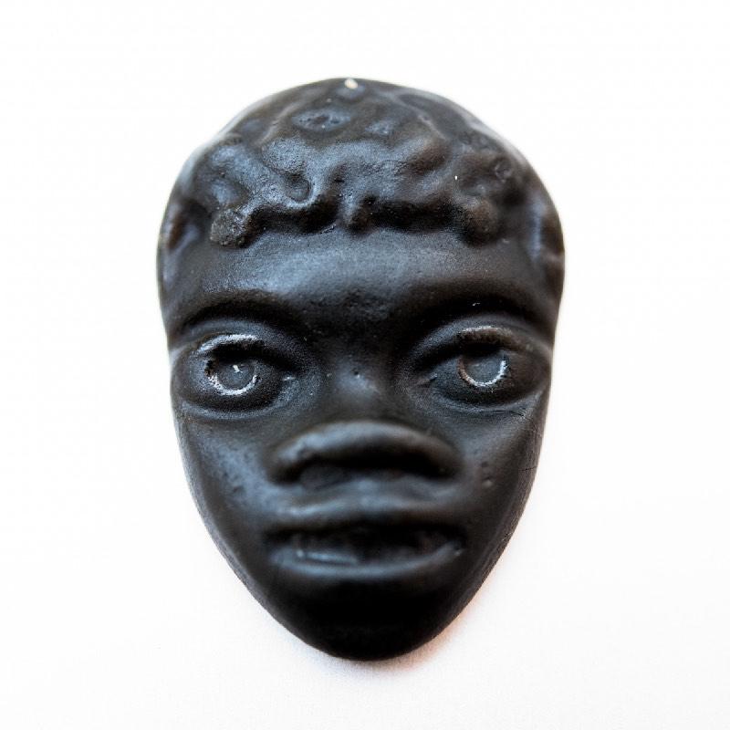 Grand masque noir de réglisse