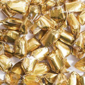 Bonbons noisettes croustillants dorés.