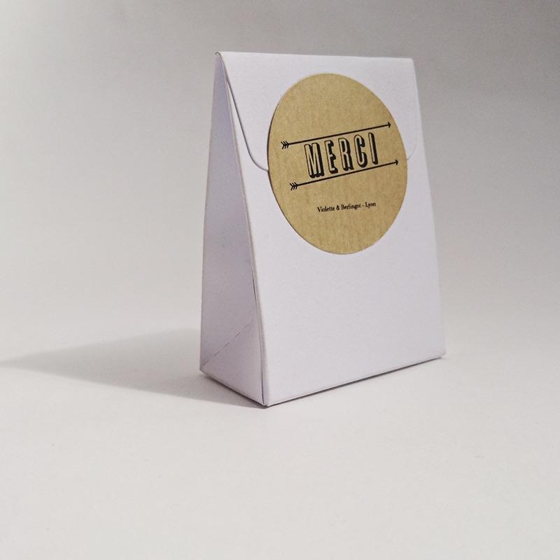 Pochette pliable en carton blanc personnalisables.