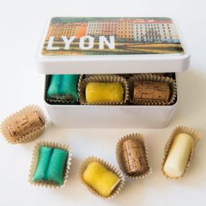 Boîte métallique de spécialités lyonnaise.