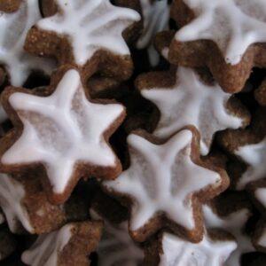 Les biscuits de Noël, étoiles à la cannelle