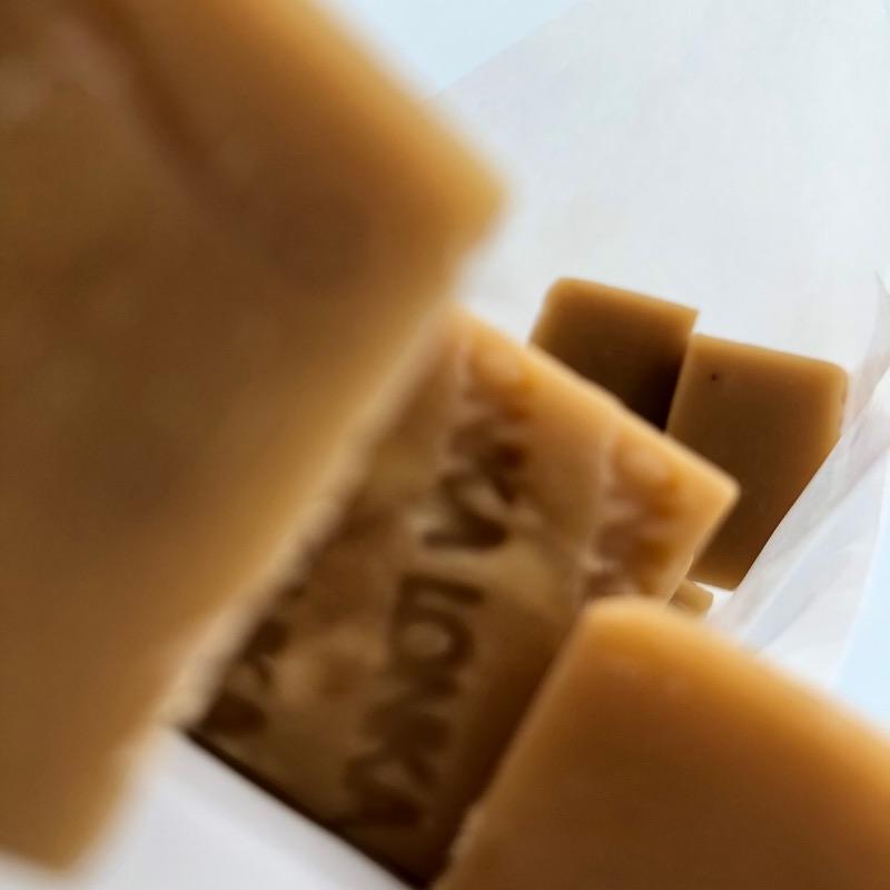 Caramel mou aux raisins secs et au goût de Rhum.