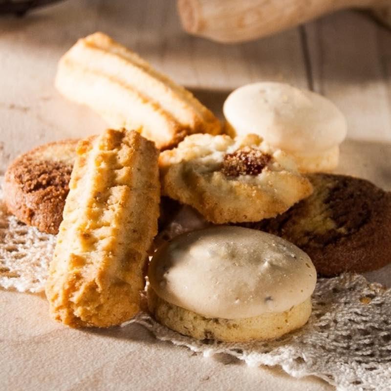 Assortiment de petits gâteaux, biscuits.
