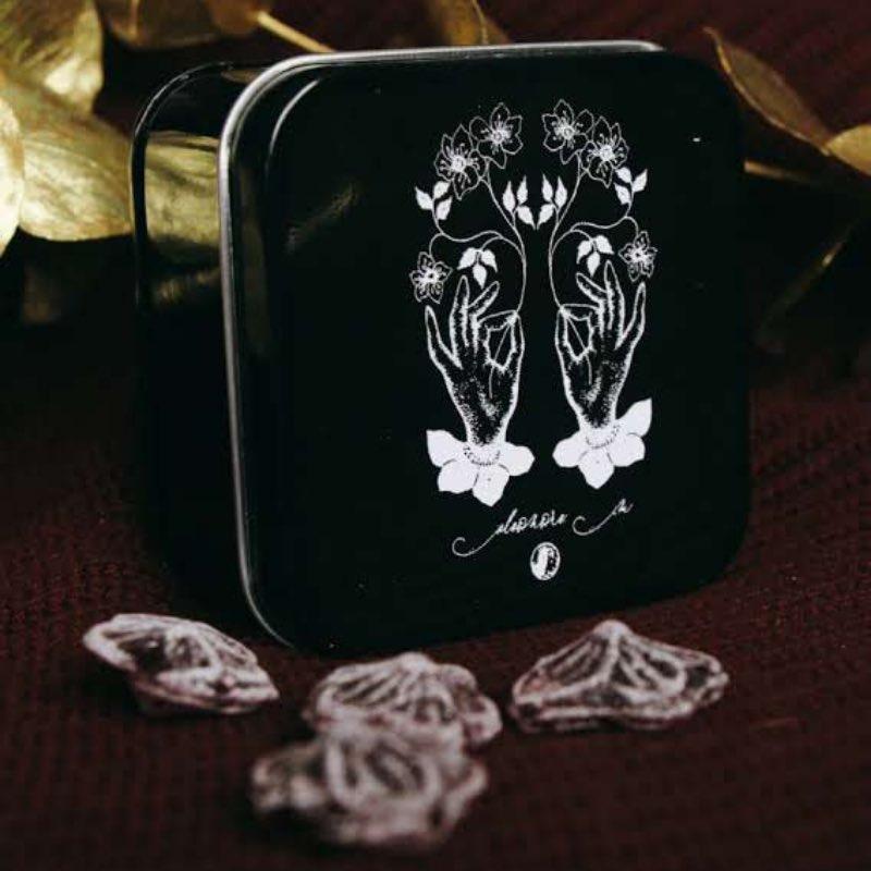 Boîte métallique Eleonor M bonbons à la violette